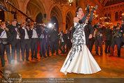 Filmball Vienna - das Fest - Rathaus - Fr 14.03.2014 - Albert FORTELL tanzt mit Barbara WUSSOW vor Fotografen120