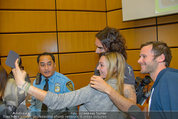 Russell Brand Vortrag - UNO City - Di 18.03.2014 - Selfie mit Russell BRAND34