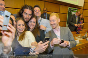 Russell Brand Vortrag - UNO City - Di 18.03.2014 - Selfie mit Russell BRAND35