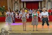 Dancer against Cancer - Hofburg - Sa 05.04.2014 - Verena PFL�GER, Amina DAGI, Marion FINGER346