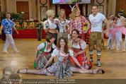 Dancer against Cancer - Hofburg - Sa 05.04.2014 - Verena PFL�GER, Amina DAGI, Marin FINGER, Philipp KNEFZ359