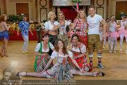 Dancer against Cancer - Hofburg - Sa 05.04.2014 - Verena PFL�GER, Amina DAGI, Marin FINGER, Philipp KNEFZ360