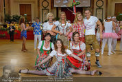 Dancer against Cancer - Hofburg - Sa 05.04.2014 - Verena PFL�GER, Amina DAGI, Marin FINGER, Philipp KNEFZ361