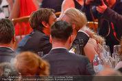 Romy Gala - Preisverleihung - Hofburg - Sa 26.04.2014 - Larissa MAROLT, Whitney SUDLER-SMITH (Kussfoto)38