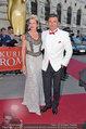 Romy Gala - red carpet - Hofburg - Sa 26.04.2014 - Hans SIEGL mit Begleitung37