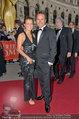 Romy Gala - red carpet - Hofburg - Sa 26.04.2014 - Ernst HAUSLEITNER mit Begleitung Nina42