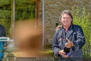 Birthday Party - Hanner Mayerling - So 27.04.2014 - Heinz HANNER trifft beim �ffnen der Flasche exakt mein Objetiv!37