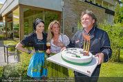 Birthday Party - Hanner Mayerling - So 27.04.2014 - Heinz HANNER, Brigitte LASHOFER, Verena PFL�GER mit Torte38
