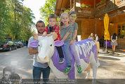 Milka Lila liebt Grün - Tirolergarten - Fr 09.05.2014 - Steffen HOFMANN mit Kindern Moritz, Emily und Sophie-Marie1