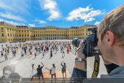 Foto Flashmob - Schloss Schönbrunn - Sa 10.05.2014 - Manfred BAUMANN33