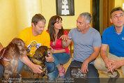 Hundeflüsterer Cesar Millan - Grand Hotel Wien - Do 22.05.2014 - Gruppenfoto mit Cesar MILANO11