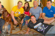 Hundeflüsterer Cesar Millan - Grand Hotel Wien - Do 22.05.2014 - Gruppenfoto mit Cesar MILANO13