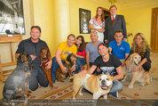 Hundeflüsterer Cesar Millan - Grand Hotel Wien - Do 22.05.2014 - Gruppenfoto mit Cesar MILANO14