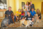 Hundeflüsterer Cesar Millan - Grand Hotel Wien - Do 22.05.2014 - Gruppenfoto mit Cesar MILANO15