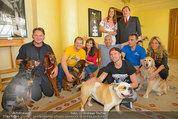 Hundeflüsterer Cesar Millan - Grand Hotel Wien - Do 22.05.2014 - Gruppenfoto mit Cesar MILANO16