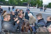 LB Celebration Konzert Red Carpet - Burgtheater - Fr 30.05.2014 - Vivienne WESTWOOD mit Ehemann Andreas KRONTHALER60