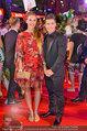 Lifeball Red Carpet (VIP) - Rathaus - Sa 31.05.2014 - Marcel HIRSCHER mit Freundin Laura146