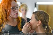 Yasmin Heinz Meet & Greet - HeadQuarters Wien - Mo 02.06.2014 - Yasmin HEINZ schminkt Cathy ZIMMERMANN31