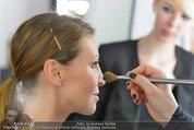 Yasmin Heinz Meet & Greet - HeadQuarters Wien - Mo 02.06.2014 - Yasmin HEINZ schminkt Cathy ZIMMERMANN32