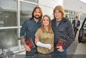 Buchpräsentation ´L.A. Stories´ - BMW Wien - Di 03.06.2014 - Jeanette BIEDERMANN mit Gips und Band33