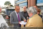 Buchpräsentation ´L.A. Stories´ - BMW Wien - Di 03.06.2014 - Titus WELLIVER gibt Autogramme35