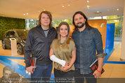 Buchpräsentation ´L.A. Stories´ - BMW Wien - Di 03.06.2014 - Jeanette BIEDERMANN mit Gips und Band47