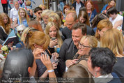 Guido Maria Kretschmer - Triumph - Fr 20.06.2014 - Guido Mario KRETSCHMER gibt Autogramme64