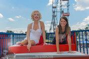 Christina Stürmer - Walk of Fame Madame Tussauds - Di 01.07.2014 - Christina ST�RMER mit Marylin Monroe Figur1