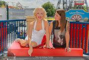 Christina Stürmer - Walk of Fame Madame Tussauds - Di 01.07.2014 - Christina ST�RMER mit Marylin Monroe Figur11