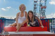 Christina Stürmer - Walk of Fame Madame Tussauds - Di 01.07.2014 - Christina ST�RMER mit Marylin Monroe Figur9