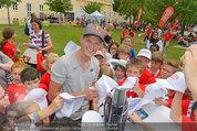SuperFit mit Thomas Morgenstern - Altes AKH - Mo 07.07.2014 - Thomas MORGENSTERN gibt Autogramme39