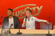 Lindsey Lohan PK und Autogrammstunde - PlusCity Linz - Sa 26.07.2014 - Oliver POCHER, Kena AMOA10