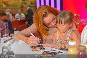 Lindsey Lohan PK und Autogrammstunde - PlusCity Linz - Sa 26.07.2014 - Lindsey LOHAN101