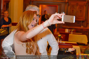 Lindsey Lohan PK und Autogrammstunde - PlusCity Linz - Sa 26.07.2014 - Lindsey LOHAN111