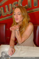 Lindsey Lohan PK und Autogrammstunde - PlusCity Linz - Sa 26.07.2014 - Lindsey LOHAN36