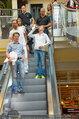 Lindsey Lohan PK und Autogrammstunde - PlusCity Linz - Sa 26.07.2014 - 43