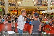 Lindsey Lohan PK und Autogrammstunde - PlusCity Linz - Sa 26.07.2014 - 46