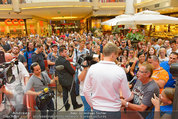 Lindsey Lohan PK und Autogrammstunde - PlusCity Linz - Sa 26.07.2014 - 47
