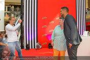 Lindsey Lohan PK und Autogrammstunde - PlusCity Linz - Sa 26.07.2014 - Oliver POCHER, Kena AMOA50