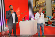 Lindsey Lohan PK und Autogrammstunde - PlusCity Linz - Sa 26.07.2014 - Oliver POCHER, Kena AMOA52
