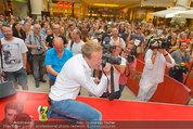Lindsey Lohan PK und Autogrammstunde - PlusCity Linz - Sa 26.07.2014 - Oliver POCHER54