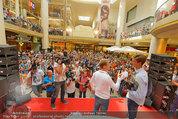 Lindsey Lohan PK und Autogrammstunde - PlusCity Linz - Sa 26.07.2014 - 56