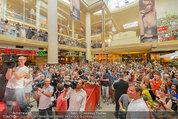 Lindsey Lohan PK und Autogrammstunde - PlusCity Linz - Sa 26.07.2014 - 57