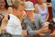 Lindsey Lohan PK und Autogrammstunde - PlusCity Linz - Sa 26.07.2014 - Oliver POCHER60
