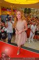 Lindsey Lohan PK und Autogrammstunde - PlusCity Linz - Sa 26.07.2014 - Lindsey LOHAN68