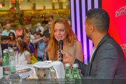 Lindsey Lohan PK und Autogrammstunde - PlusCity Linz - Sa 26.07.2014 - Lindsey LOHAN, Kena AMOA74