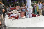 Lugner Verlobung - Casino Velden - Fr 01.08.2014 - Ankunft Richard LUGNER mit Thunderbird Cabrio11