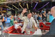 Lugner Verlobung - Casino Velden - Fr 01.08.2014 - Ankunft Richard LUGNER mit Thunderbird Cabrio12
