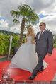 Lugner Verlobung - Casino Velden - Fr 01.08.2014 - Spatzi Cathy SCHMITZ mit Brautvater44