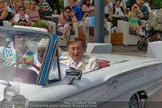 Lugner Verlobung - Casino Velden - Fr 01.08.2014 - Ankunft Richard LUGNER mit Thunderbird Cabrio7